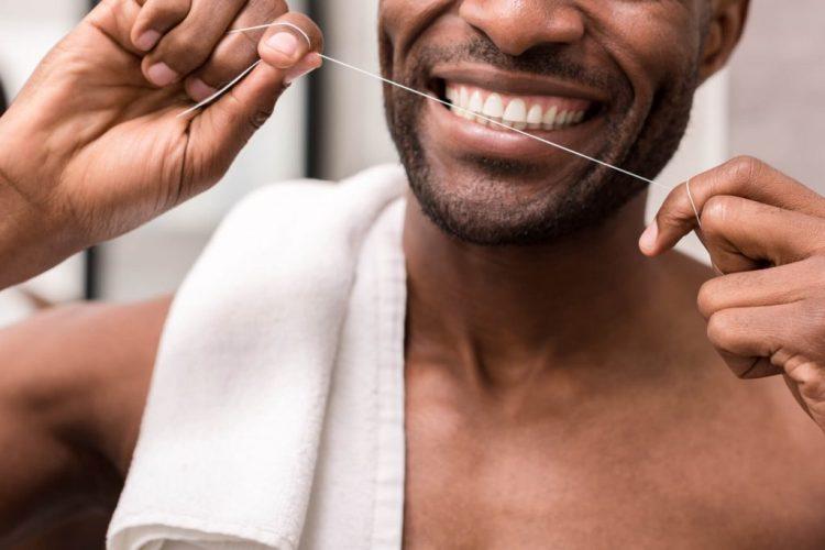 fio dental antes ou depois da escovação
