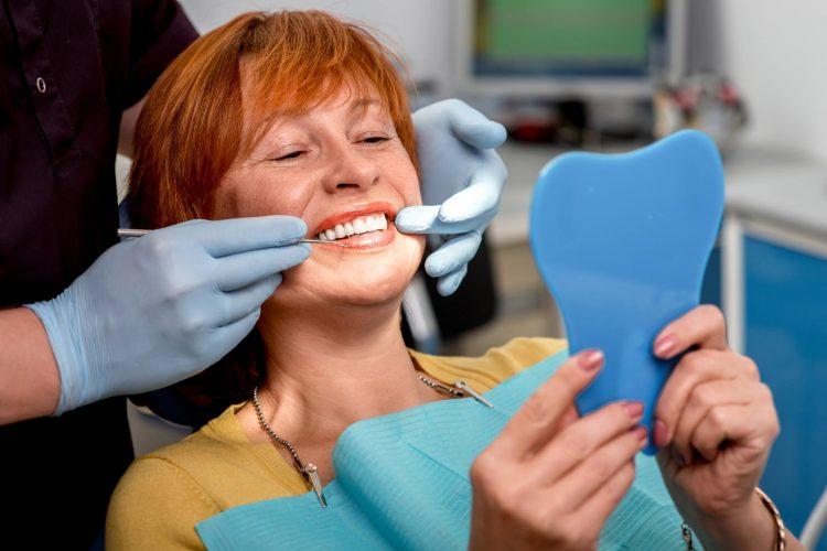 benefícios do implante dentário